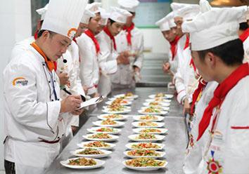 名师指导:金牌厨师团队,国内厨师精英